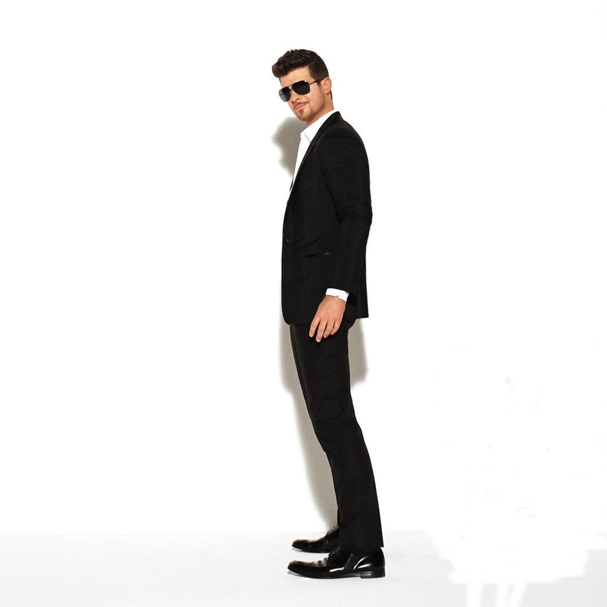 Robin Thicke « Blurred Lines » ft. T.I., Pharrell – Vidéo Version ...